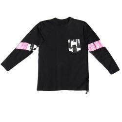 Camiseta negra con insertos...