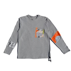 Camiseta gris con insertos...